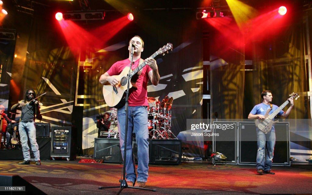 Dave Matthews Band in Concert at the Verizon Wireless Amphitheater in Kansas
