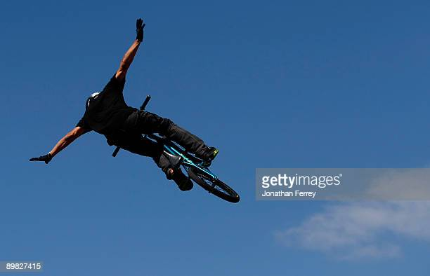 Dave Mirra rides in the BMX PARK finals during day 3 of the Wendy's Invitational Dew Action Sports Tour on August 16 2009 at the Rose Garden in...