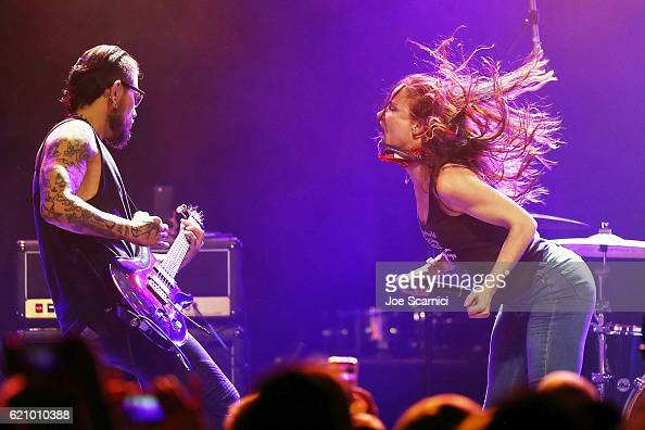 Dave Navarro and Juliette Lewis perform onstage during the 2016 Rhonda's Kiss benefit at El Rey Theatre on November 3 2016 in Los Angeles California