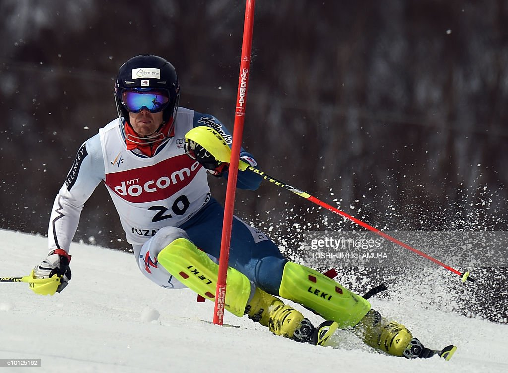 Dave Ryding of Britain skies down the course during the FIS Ski World Cup 2015/2016 men's slalom competition first run at the Naeba ski resort in Yuzawa town, Niigata prefecture on February 14, 2016. AFP PHOTO / TOSHIFUMI KITAMURA / AFP / TOSHIFUMI KITAMURA