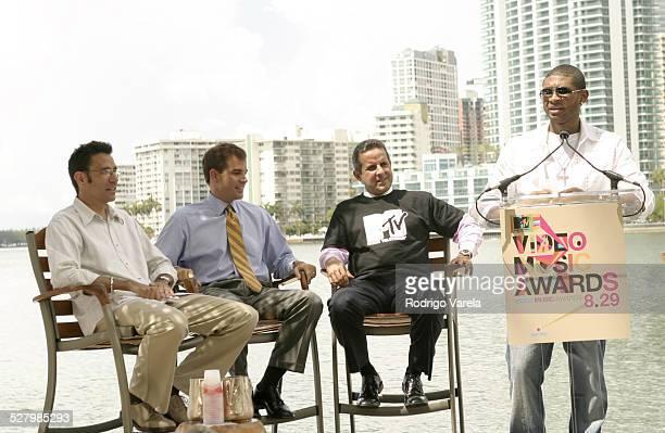 Dave Sirulnick executive producer of 2004 VMAs MiamiDad County Mayor Alex Penelas Miami Mayor Manny Diaz and Usher