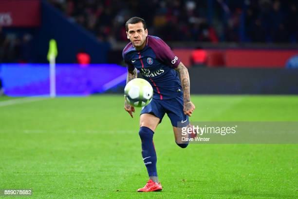 Davi Alves of PSG during the Ligue 1 match between Paris Saint Germain and Lille OSC at Parc des Princes on December 9 2017 in Paris France