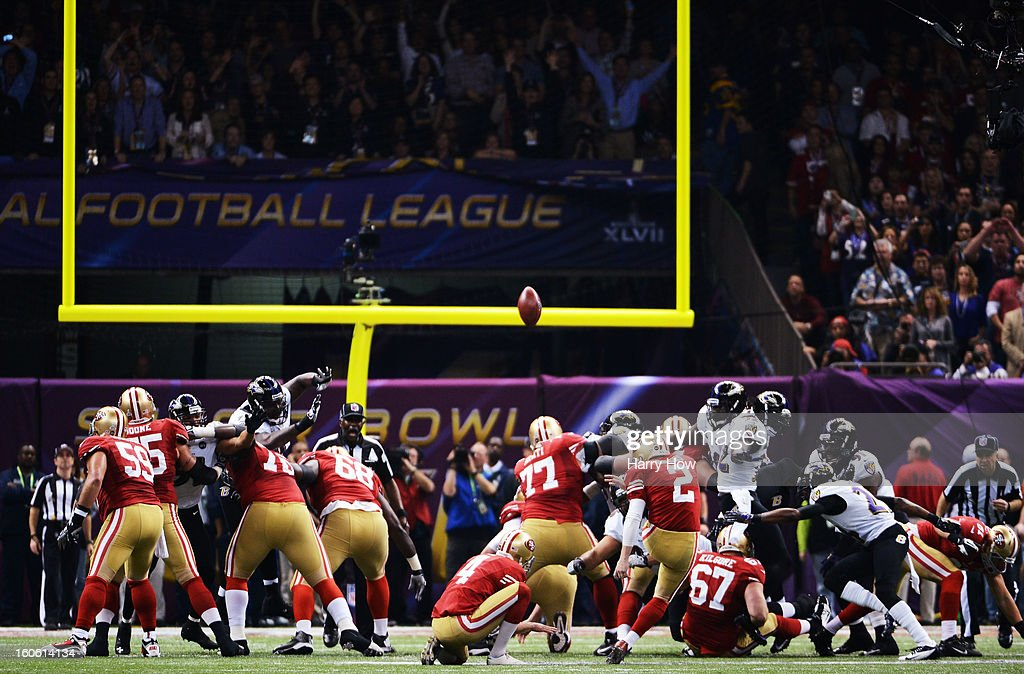 David Akers #2 of the San Francisco 49ers kicks a successful 36-yard field goal attempt in the first quarter against the Baltimore Ravens during Super Bowl XLVII at the Mercedes-Benz Superdome on February 3, 2013 in New Orleans, Louisiana.
