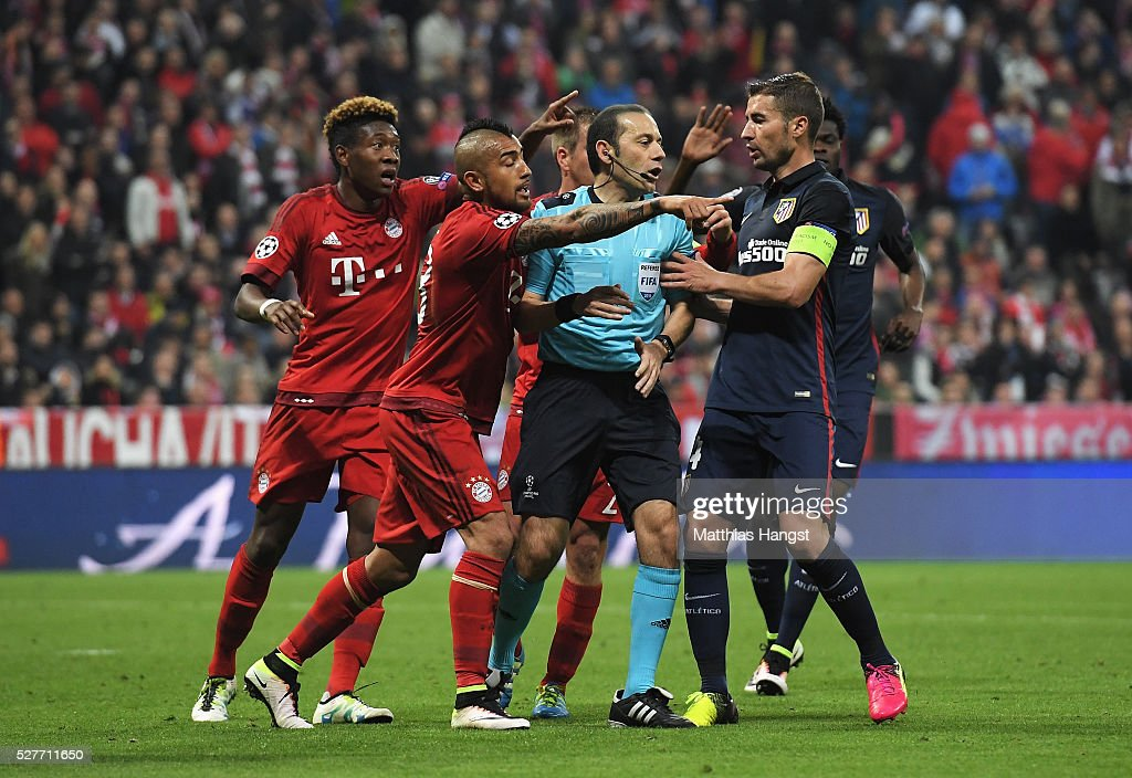 David Alaba (L) and Arturo Vidal of Bayern Munich (2L) react as referee Cuneyt Cakir awards Atletico Madrid a penalty kick during UEFA Champions League semi final second leg match between FC Bayern Muenchen and Club Atletico de Madrid at Allianz Arena on May 3, 2016 in Munich, Germany.