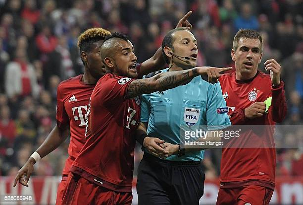 David Alaba Arturo Vidal of Bayern Munich and Philipp Lahm of Munich react as referee Cuneyt Cakir awards Atletico Madrid a penalty kick during the...