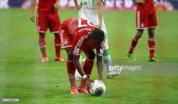 David Alaba legt sich den zweiten Elfmeter zurecht nachdem Thomas Müller kurz vorher verschossen aht Fussball Bundesliga FC Bayern München Borussia...
