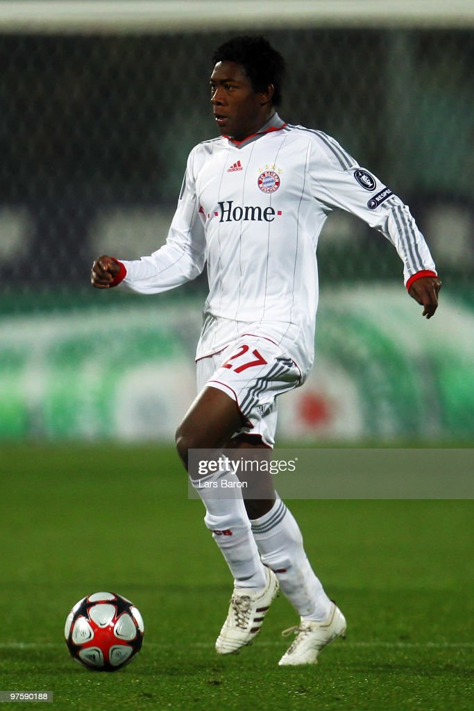 David Alaba of Muenchen runs with the ball during the UEFA Champions League round of sixteen second leg match between AFC Fiorentina and FC Bayern...