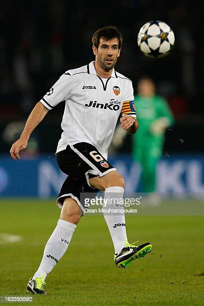David Albelda of Valencia in action during the Round of 16 UEFA Champions League match between Paris St Germain and Valencia CF at Parc des Princes...