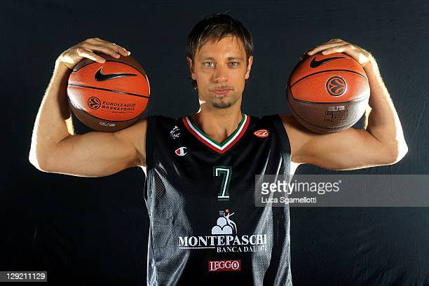 David Andersen #7 of Montepaschi Siena poses during the Montepaschi Siena 2011/12 Turkish Airlines Euroleague Media day at Palaestra Arena October 12...