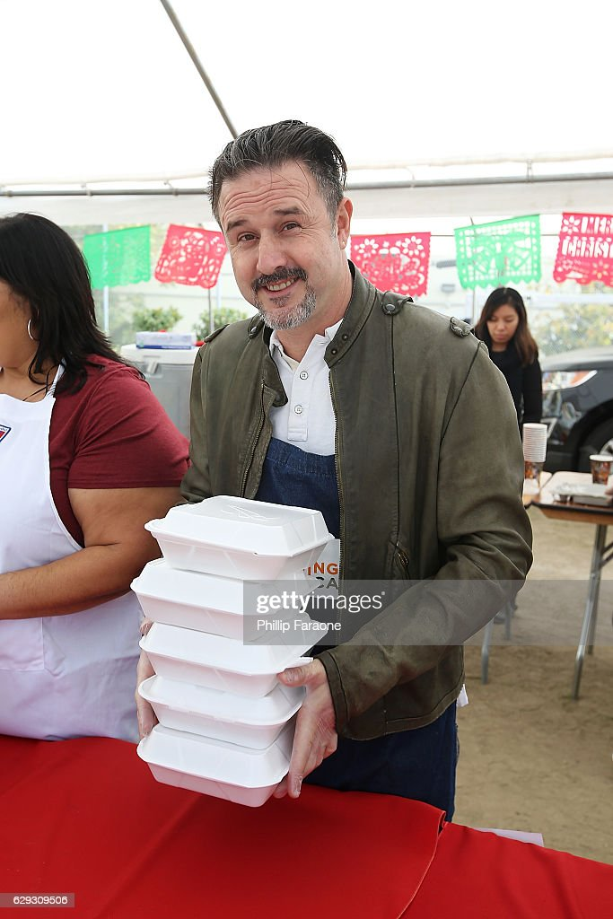David Arquette attends the Feeding America & LA Regional Food Bank Host 'Hope For The Holidays' Celebrity Volunteer Event at Para Los Ninos at Para Los Ninos Gratts Primary Center on December 10, 2016 in Los Angeles, California.