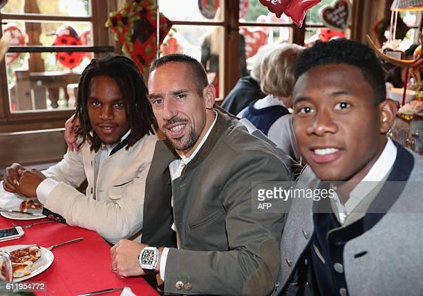 David Bayern Munich's Austrian defender David Alaba French midfielder Franck Ribery and Portuguese midfielder Renato Sanches pose during the...