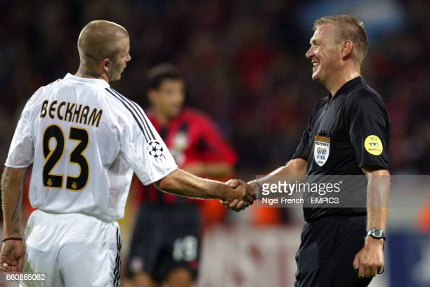 David Beckham Real Madrid shakes hands with referee Graham Poll