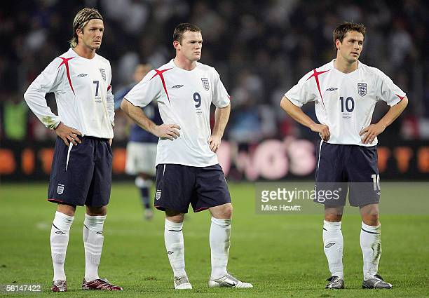 David Beckham Wayne Rooney and Michael Owen look dejected during the International friendly match between England and Argentina at the Stade de...