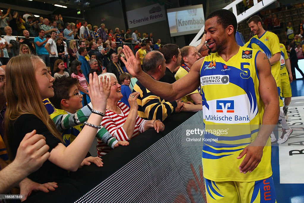 David Bell of Phoenix Hagen celebrates with the fans after the second Beko BBL Bundesliga Playoff match between Phoenix Hagen and Bose Baskets...