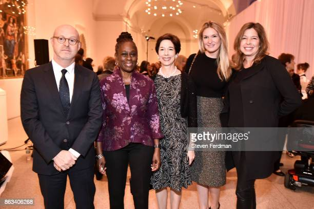 David Berliner Chirlane McCray Barbara Vogelstein Sarah Arison and Anne Pasternak attend the 2017 Yes Gala at Brooklyn Museum on October 19 2017 in...
