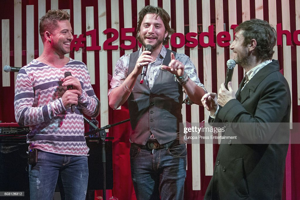 ¿Cuánto mide David Bisbal? - Altura real: 1,73 - Real height David-bisbal-and-manu-carrasco-perform-in-concert-to-commemorate-picture-id503126312