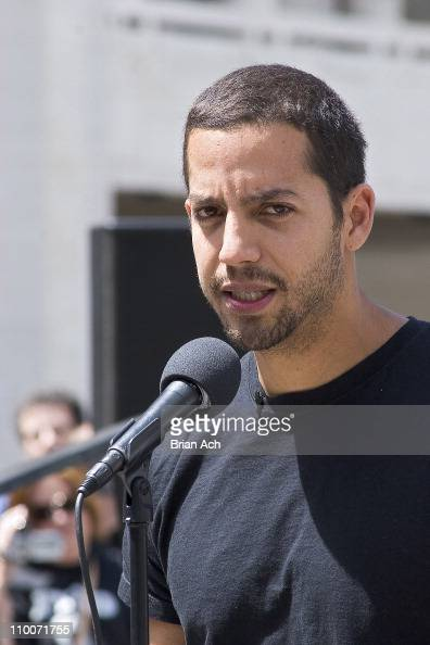 <b>David Blaine</b> Begins Seven Day Endurance Challenge Underwater - May 1, 2006 - david-blaine-during-david-blaine-begins-seven-day-endurance-challenge-picture-id110071755?s=594x594