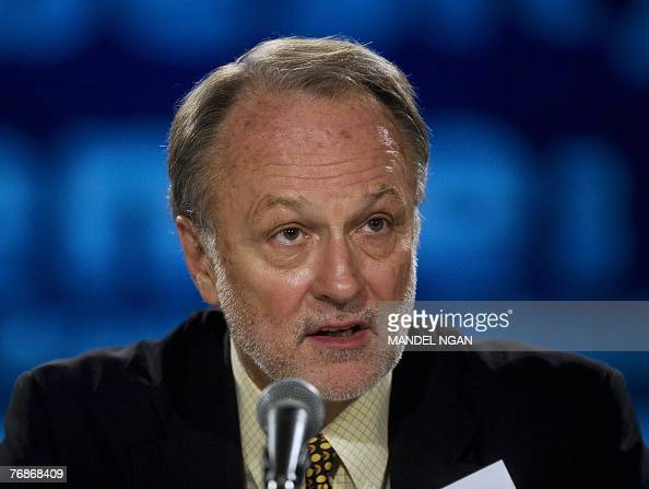 David Bonior campaign manager for Democratic presidential candidate John Edwards speaks 19 September 2007 at a conference on obesity at the George...