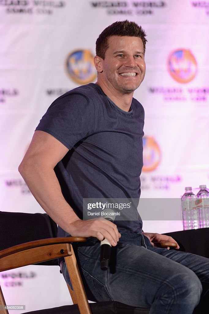 <a gi-track='captionPersonalityLinkClicked' href=/galleries/search?phrase=David+Boreanaz&family=editorial&specificpeople=214055 ng-click='$event.stopPropagation()'>David Boreanaz</a> attends Wizard World Chicago Comic Con 2014 at Donald E. Stephens Convention Center on August 23, 2014 in Chicago, Illinois.