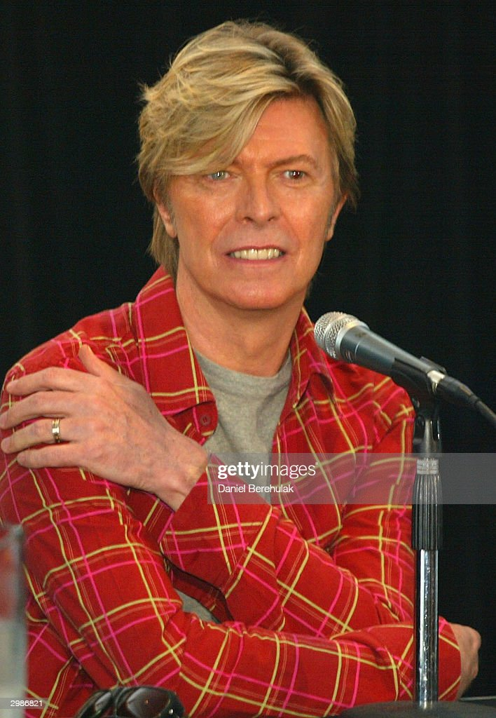 <a gi-track='captionPersonalityLinkClicked' href=/galleries/search?phrase=David+Bowie&family=editorial&specificpeople=171314 ng-click='$event.stopPropagation()'>David Bowie</a> answers questions from media during a photo call at the Quay Restaurant February 16, 2003 in Sydney, Australia.