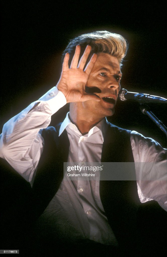 <a gi-track='captionPersonalityLinkClicked' href=/galleries/search?phrase=David+Bowie&family=editorial&specificpeople=171314 ng-click='$event.stopPropagation()'>David Bowie</a> performs at the London Docklands Arena, March 1990.