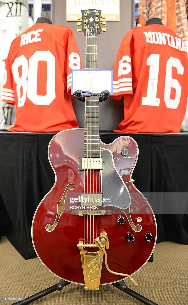 David Bowie's Country Gentleman Gibson guitar (Est: USD $20,000-$40,000) is on display at Julien's Auctions in Beverly Hills, California on the first day of Julien's Music Icons and Sports Legends auction, June 23, 2012 AFP PHOTO / ROBYN BECK