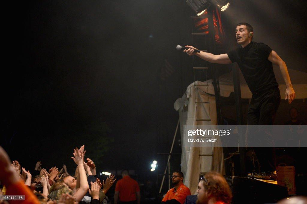 Weezer In Concert - Norfolk, Virginia
