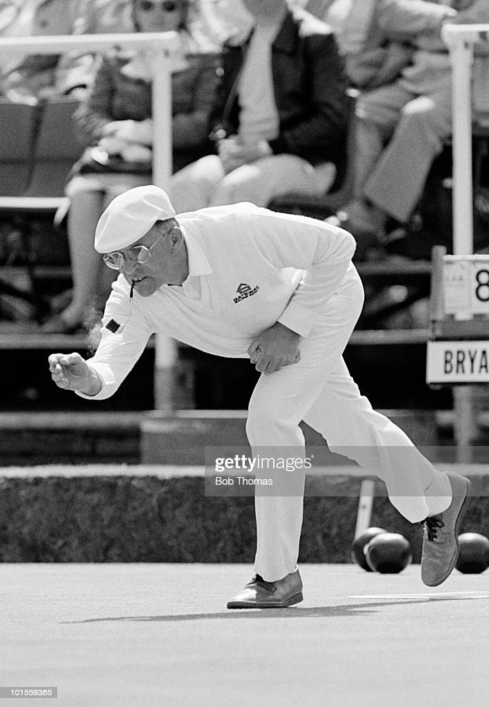 David Bryant of England bowling during the Gateway Masters Bowls Tournament held on 30th May 1986. (Bob Thomas/Getty Images).