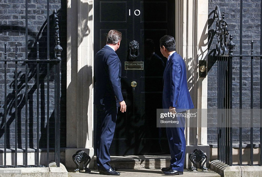 David Cameron, U.K. prime minister, left, pauses with Shinzo Abe, Japan's prime minister, before entering number 10 Downing Street in London, U.K., on Thursday, May 5, 2016. Abe is due to discuss Japanese-European relations at a news conference. Photographer: Simon Dawson/Bloomberg via Getty Images