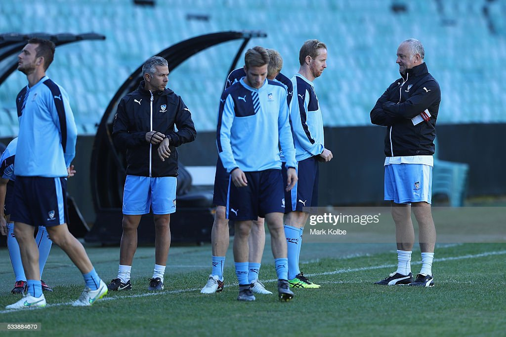 <a gi-track='captionPersonalityLinkClicked' href=/galleries/search?phrase=David+Carney+-+Calciatore&family=editorial&specificpeople=6991545 ng-click='$event.stopPropagation()'>David Carney</a> speaks to Sydney FC coach <a gi-track='captionPersonalityLinkClicked' href=/galleries/search?phrase=Graham+Arnold&family=editorial&specificpeople=545662 ng-click='$event.stopPropagation()'>Graham Arnold</a> during a Sydney FC training session at Allianz Stadium on May 24, 2016 in Sydney, Australia.
