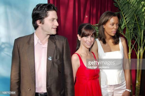 David Conrad Jennifer Love Hewitt and Aisha Tyler cast of 'Ghost Whisperer'