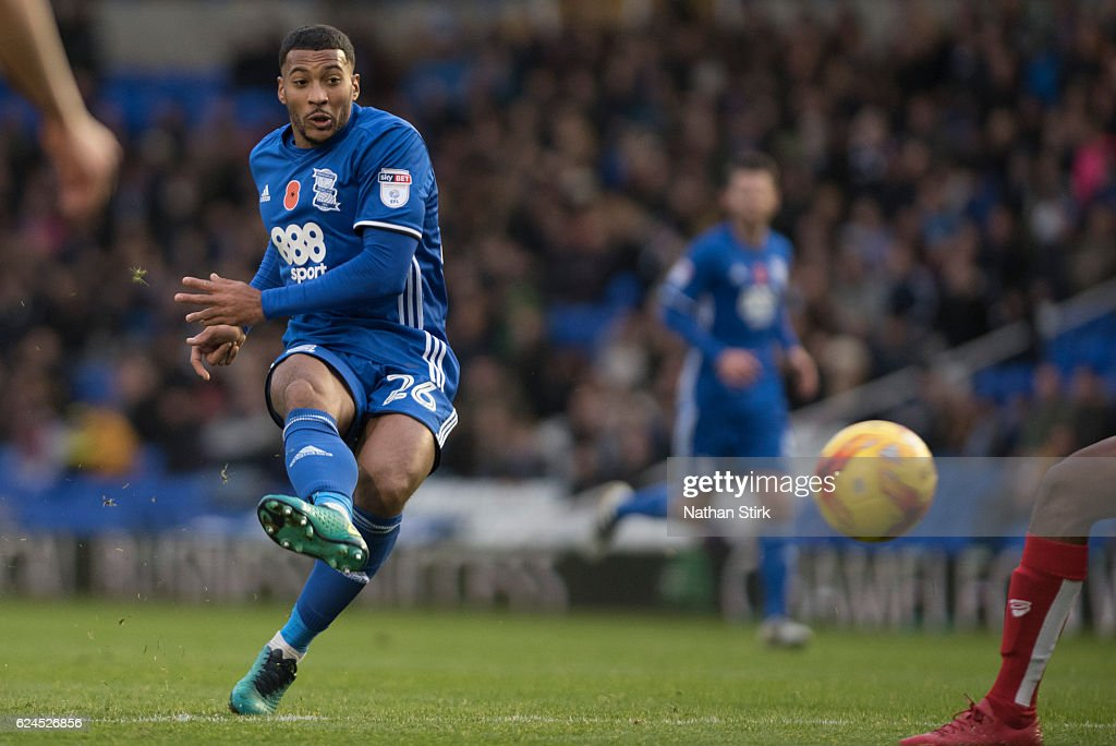 David Davis of Birmingham City has a shot on goal during the Sky Bet Championship match between Birmingham City and Bristol City on November 19, 2016 in Birmingham, England (Photo by Nathan Stirk/Getty Images).
