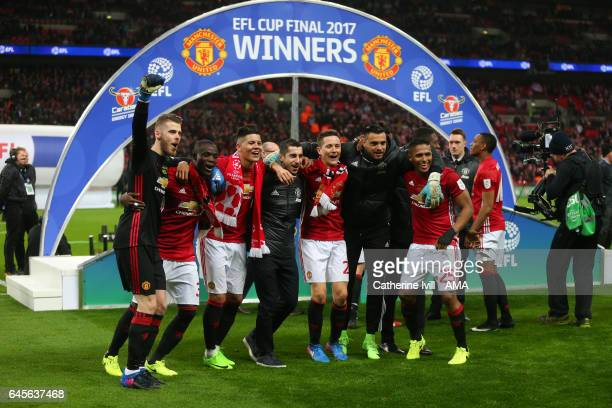 David de Gea Eric Bailly Marcos Rojo Henrikh Mkhitaryan Ander Herrera Sergio Romero and Antonio Valencia of Manchester United celebrate during the...