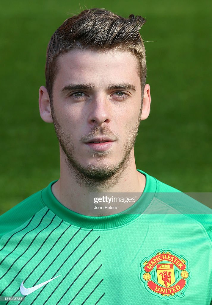 <a gi-track='captionPersonalityLinkClicked' href=/galleries/search?phrase=David+de+Gea&family=editorial&specificpeople=3000749 ng-click='$event.stopPropagation()'>David de Gea</a> of Manchester United poses at the annual club photocall at Old Trafford on September 26, 2013 in Manchester, England.