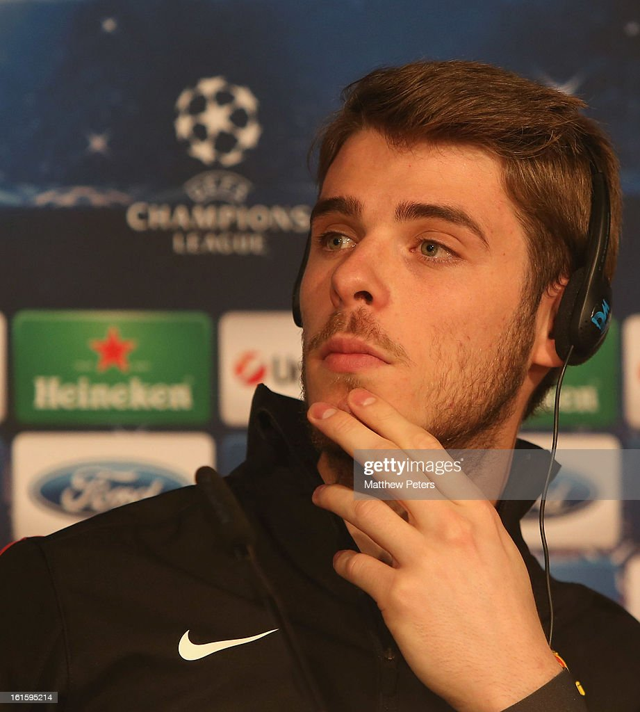 <a gi-track='captionPersonalityLinkClicked' href=/galleries/search?phrase=David+de+Gea&family=editorial&specificpeople=3000749 ng-click='$event.stopPropagation()'>David de Gea</a> of Manchester United speaks at a press conference ahead of their UEFA Champions League Round of 16 first leg match against Real Madrid at the Santiago Bernabeu on February 12, 2013 in Madrid, Spain.