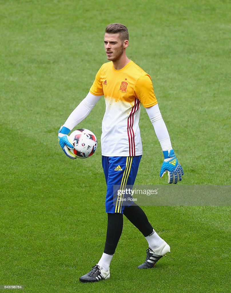 <a gi-track='captionPersonalityLinkClicked' href=/galleries/search?phrase=David+de+Gea&family=editorial&specificpeople=3000749 ng-click='$event.stopPropagation()'>David de Gea</a> of Spain is seen during the warm up prior to the UEFA EURO 2016 round of 16 match between Italy and Spain at Stade de France on June 27, 2016 in Paris, France.