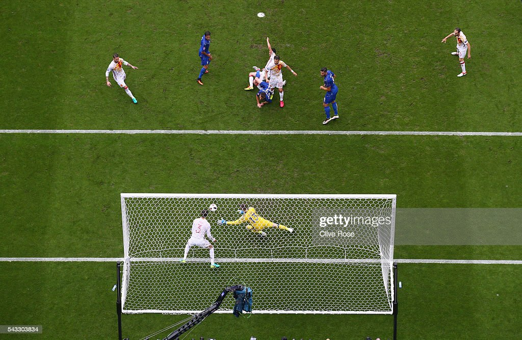 David de Gea of Spain makes a save during the UEFA EURO 2016 round of 16 match between Italy and Spain at Stade de France on June 27, 2016 in Paris, France.