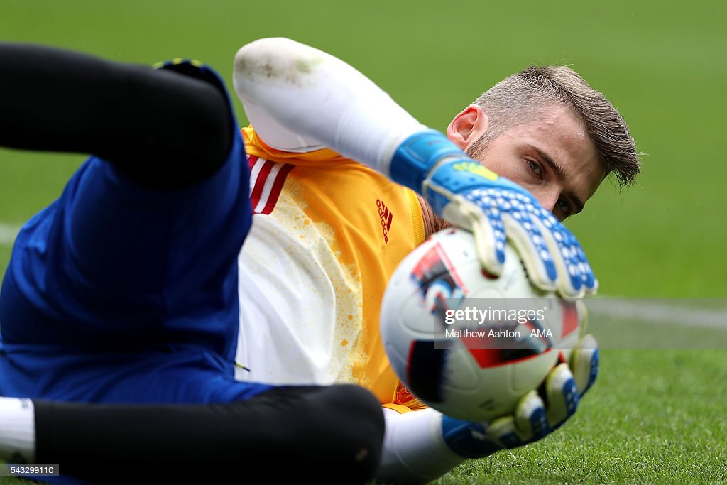 <a gi-track='captionPersonalityLinkClicked' href=/galleries/search?phrase=David+de+Gea&family=editorial&specificpeople=3000749 ng-click='$event.stopPropagation()'>David de Gea</a> of Spain warms up prior to the UEFA Euro 2016 Round of 16 match between Italy and Spain at Stade de France on June 27, 2016 in Paris, France.