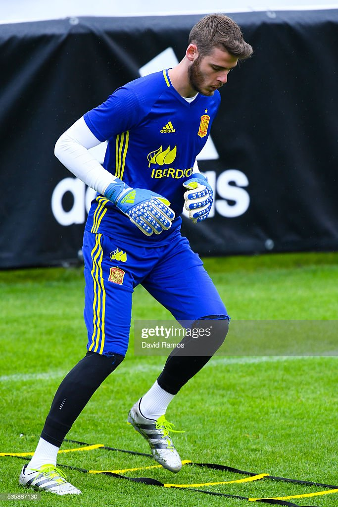 <a gi-track='captionPersonalityLinkClicked' href=/galleries/search?phrase=David+de+Gea&family=editorial&specificpeople=3000749 ng-click='$event.stopPropagation()'>David de Gea</a> of Spain works out during a training session on May 30, 2016 in Schruns, Austria.