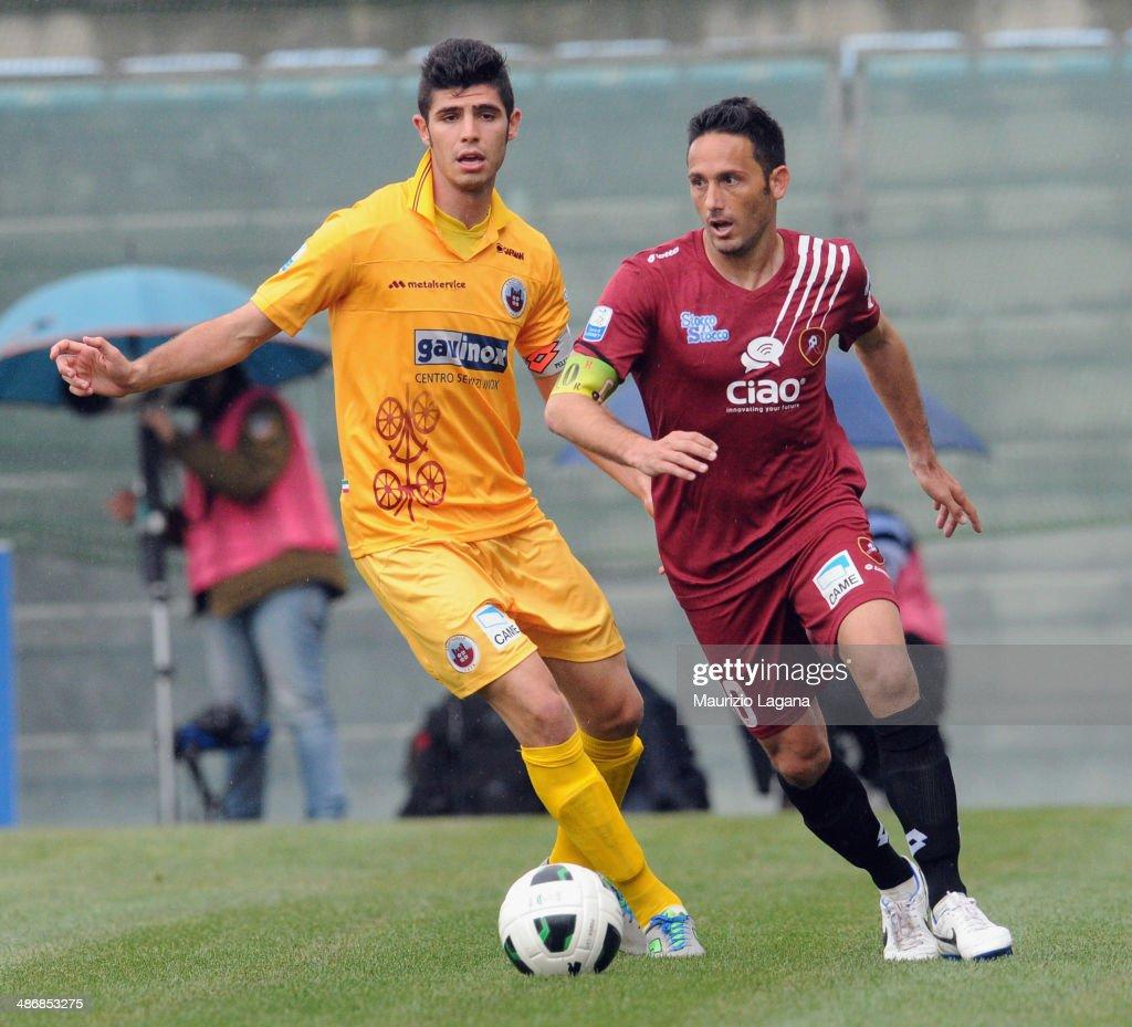 David Di Michele of Reggina competes for the ball with Simone Pecorini of Cittadella during the Serie B match between Reggina Calcio and AS...