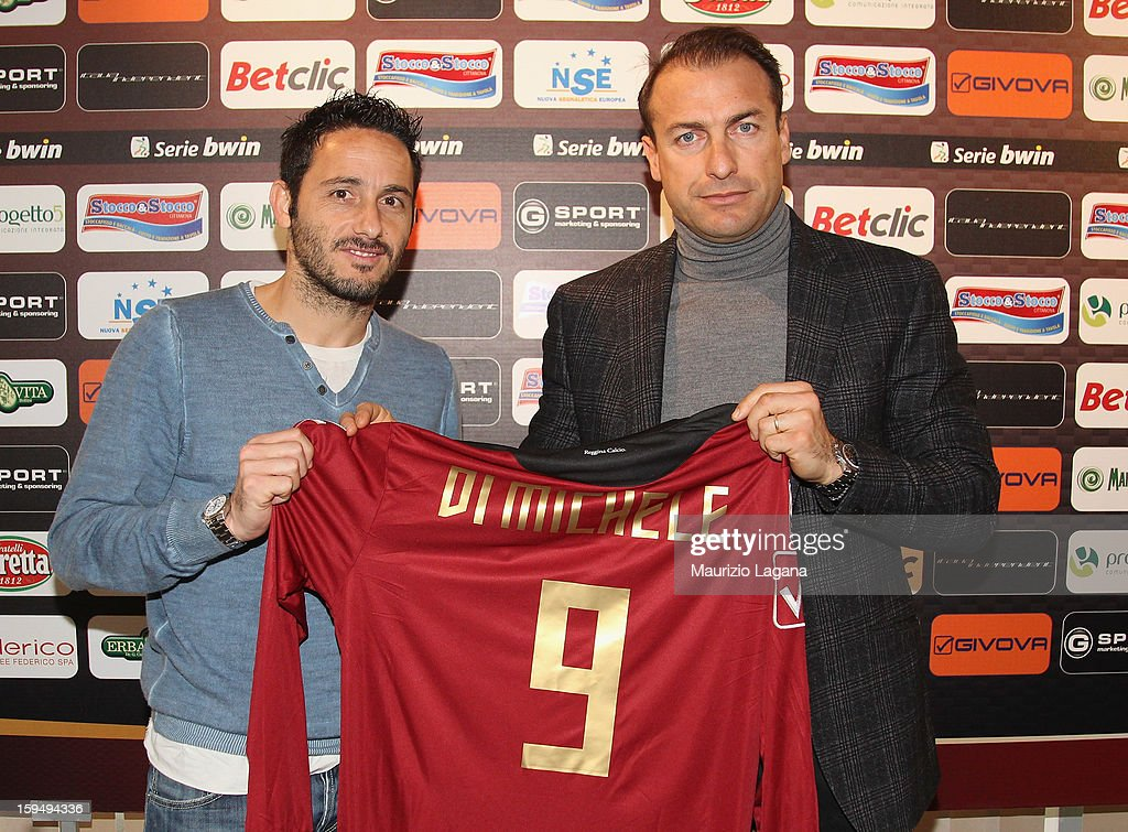 David Di Michele of Reggina poses with sporting director Simone Giacchetta showing his new team shirt during his presentation as new player at Oreste...