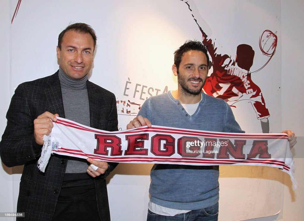 David Di Michele of Reggina (R) poses with sporting director Simone Giacchetta during his presentation as new player at Oreste Grinillo Stadium, on January 14, 2013 in Reggio Calabria, Italy.