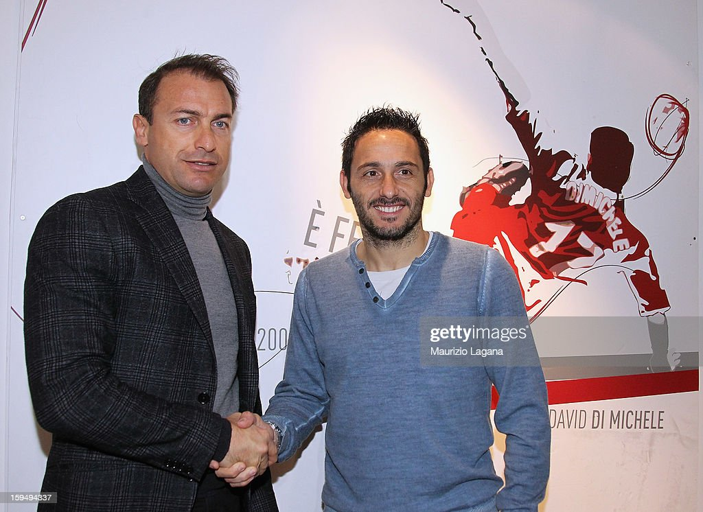 David Di Michele of Reggina poses with sporting director Smone Giacchetta during his presentation as new player at Oreste Grinillo Stadium on January 14, 2013 in Reggio Calabria, Italy.
