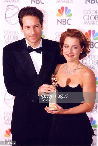 David Duchovny Gillian Anderson at the 1998 Golden Globe Awards in Los Angeles