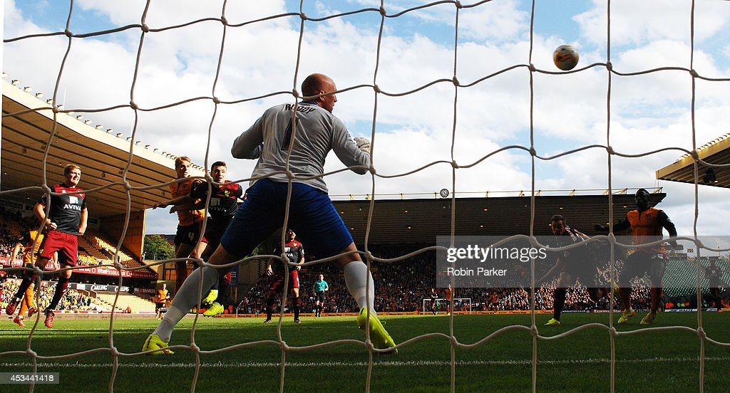 David Edwards of Wolverhampton Wanderers scores his goal to make it 1-0 past Norwich City goalkeeper John Ruddy during the Sky Bet Championship match between Wolverhampton Wanderers and Norwich City at the Molineux Stadium on August 10, 2014 in Wolverhampton, England.