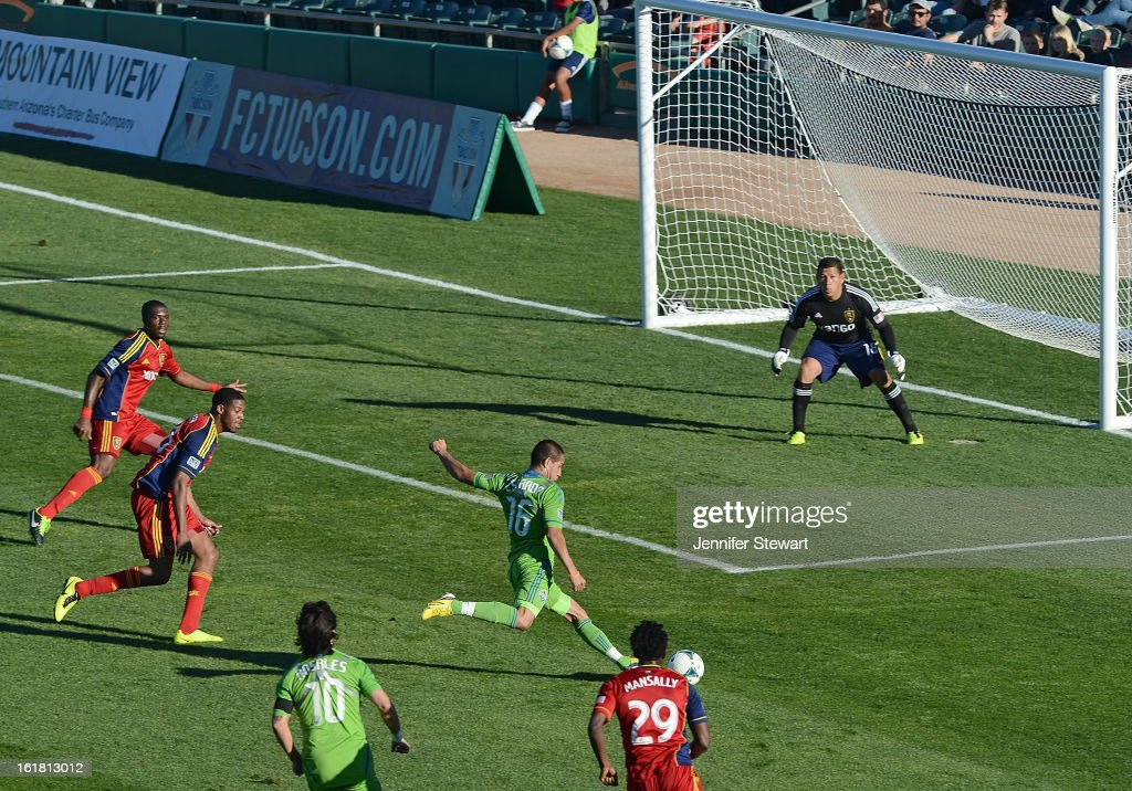 David Estrada #14 of the Seattle Sounders kicks the ball against goalkeeper <a gi-track='captionPersonalityLinkClicked' href=/galleries/search?phrase=Nick+Rimando&family=editorial&specificpeople=1116162 ng-click='$event.stopPropagation()'>Nick Rimando</a> #18 of Real Salt Lake during the FC Tucson Desert Diamond Cup at Kino Sports Complex on February 16, 2013 in Tucson, Arizona.