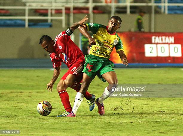 David Ferreira of America and Xavier Gonzalez of Real Cartagena fight for the ball during a match between America de Cali and Real Cartagena as part...