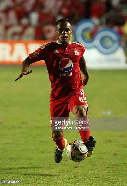David Ferreira of America drives the ball during a match between America de Cali and Deportes Quindio as part of round 11 of Torneo Aguila 2016 at...