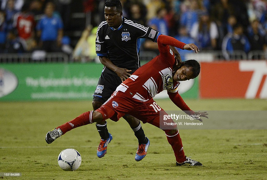 David Ferreira #10 of FC Dallas fights for control of the ball with Marvin Chavez #81 of the San Jose Earthquakes during the first half of an MLS Soccer game at Buck Shaw Stadium on September 29, 2012 in Santa Clara, California.