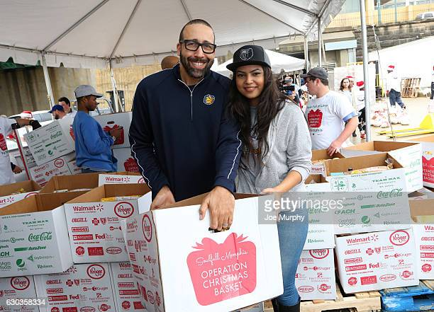 David Fizdale of the Memphis Grizzlies participates in Soulfull Memphis Operation Christmas Basket as part of their Season of Giving on December 17...